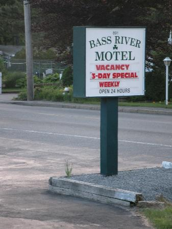 Bass River Motel: entrance