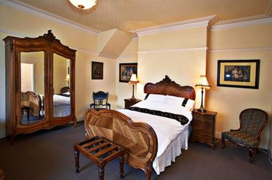 Victorian Guesthouse: Cottage Bedroom