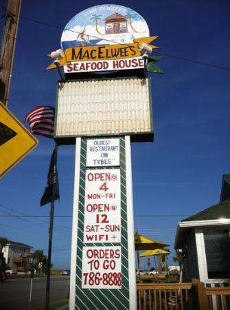 MacElwee's Seafood: parking and seating are both limited