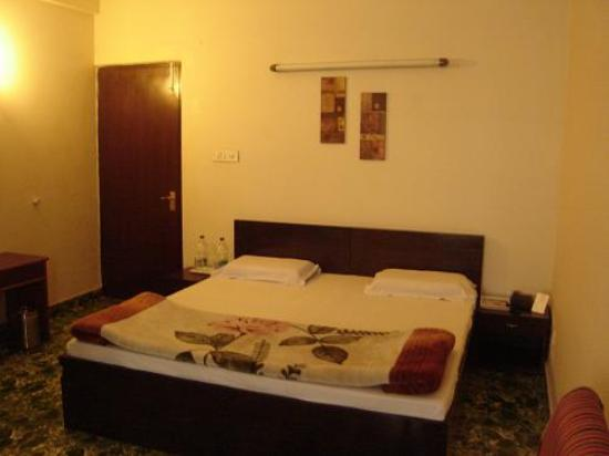 Pamposh Guest House