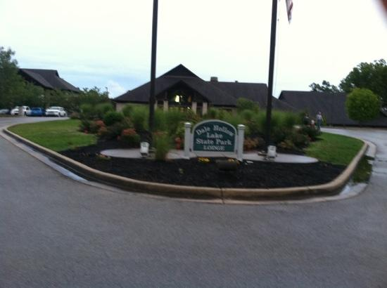 Dale Hollow Lake State Resort (Mary Ray Oaken Lodge) : Entrance to Lodge