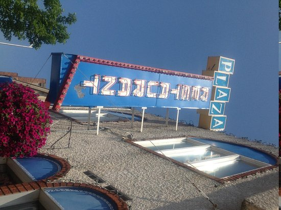 Plaza Restaurant & Tavern: Plaza Restaurant- Great, greek food! 