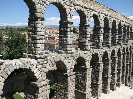 Acueducto romano picture of segovia aqueduct segovia tripadvisor - Acueducto de segovia arquitectura ...
