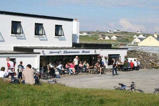 Inishbofin, Irland: Front of the hotel