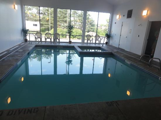 Super 8 Portland/Westbrook Area: Indoor Pool