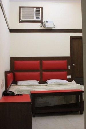Vivek Hotel: Club room