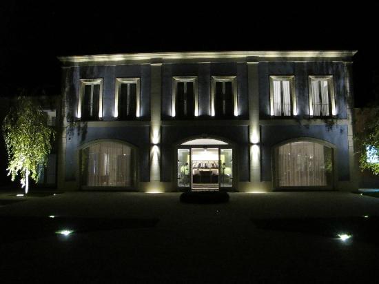 Linguaglossa, Italien: Entrance at Night