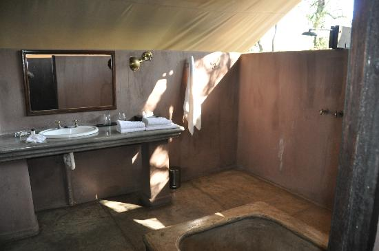 Honeyguide Khoka Moya & Mantobeni Camps: Bathroom
