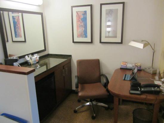Hyatt Place Bethlehem: Work Desk, Mini Fridge