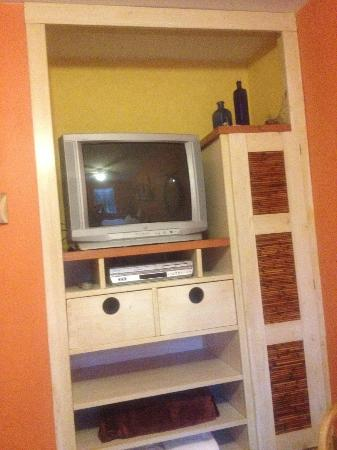 Artisan Upstairs Guesthouse: Great Tv Cabinet Built Into The Closet