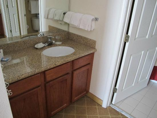 Residence Inn Springfield: Bathroom