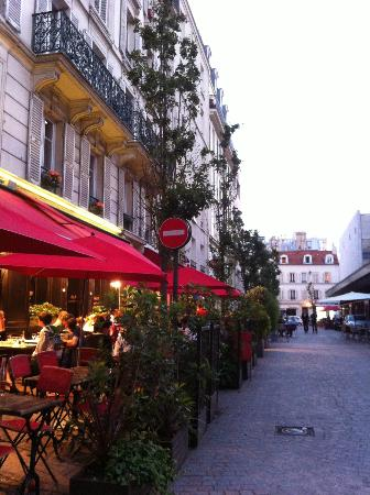 D'Anjou Hotel Paris: The hotel has numerous eating places and supermarkets around. Friendly people too!