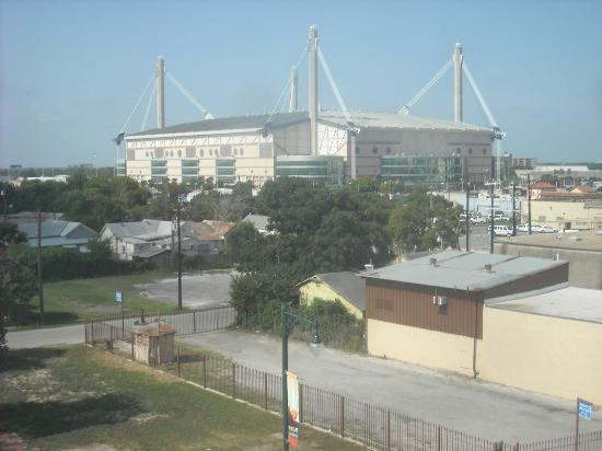 Holiday Inn Express Hotel & Suites San Antonio Rivercenter Area: View of the Alamodome from a room