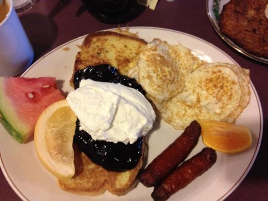 Barb and Ernie's Old Country Inn : French Toast, Sausage and Eggs Over Easy