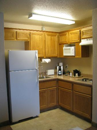 La Quinta Inn & Suites Las Vegas RedRock/Summerlin: kitchen area
