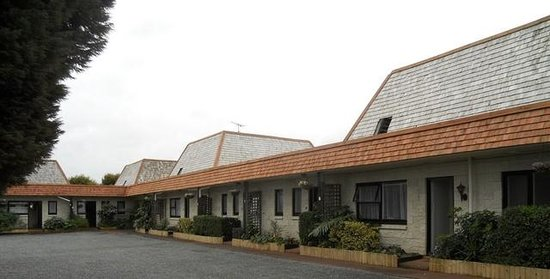 Bay of Islands Country Lodge Motel: outside carpark
