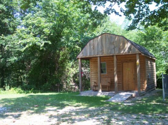 Yogi Bear's Jellystone Park Branson : Boo Boo Rustic Cabin