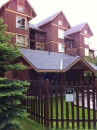Timberline Lodges by Fernie Lodging Company: Juniper Lodge - Timberline Lodges - Front of Lodge