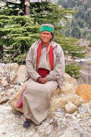 Kinnauri village-women in thier woolen attire