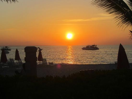 Ocean Club Cabana Bar & Grill: Sunset from Cabana