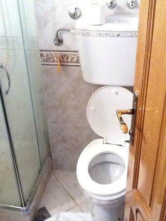 Hotel MB : Toilet