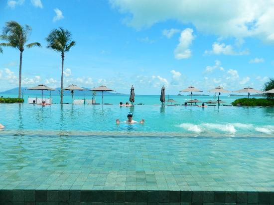 Hansar Samui Resort: The infinity pool
