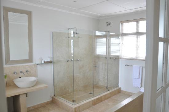 Bagno con cabina doccia per foto di cape cadogan città del
