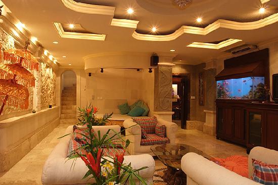 Peruna Saba Villas: underground Livingroom
