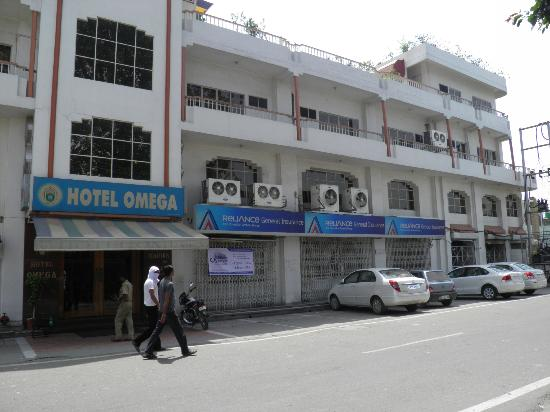 Omega Hotel : Front view of Hotel Omega
