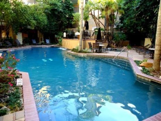 Montecito Apartment Suites: Pool