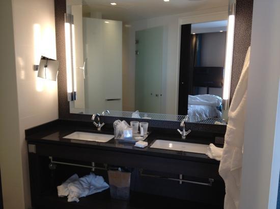 Hotel Dux: let niet op de rommel