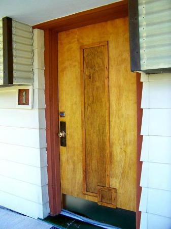 The Usonian Inn LLC: groovy door!