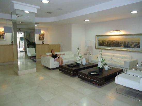 Tanjah Flandria : the hall