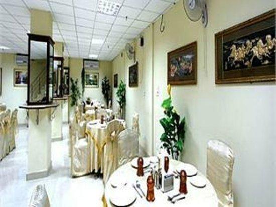 Hotel TJS Royale: Restaurant