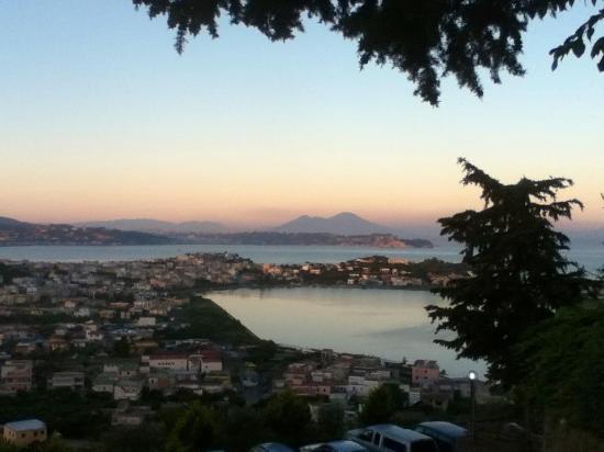 Monte Di Procida, Italia: panorama da Esperia all'imbrunire