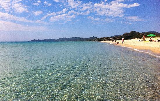 Hotel Ristorante Pizzeria Is Ortixeddus: La spiaggia di Costa Rei a pochi minuti dall'hotel. E c'è ancora chi va ai Caraibi...