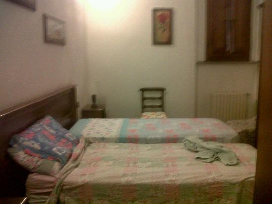 Hotel Sabrina: le meravigliosa biancheria da letto... spaiata