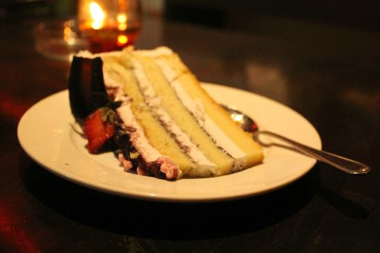 Red Sky Restaurant and Bar : Blueberry layer cake