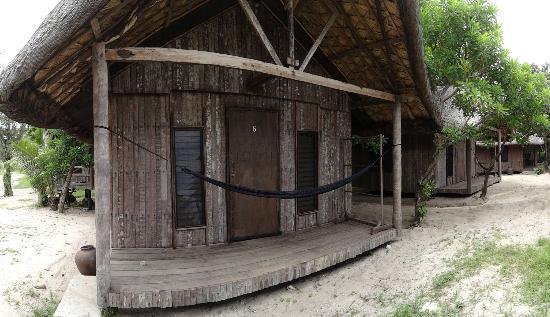 Kingfisher Resort: Exterior of Oceanview Huts