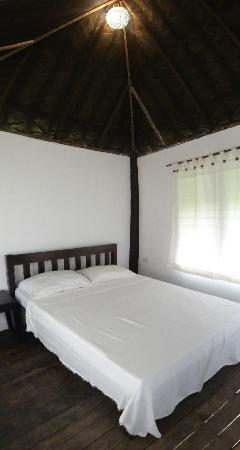 Kingfisher Resort: Interior of Tiki Huts