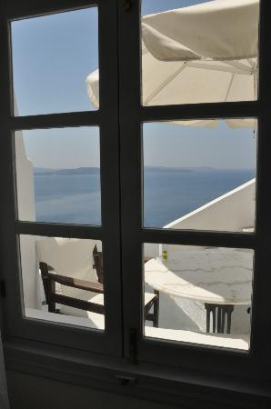 Alexander's Boutique Hotel of Oia: View from bedroom window