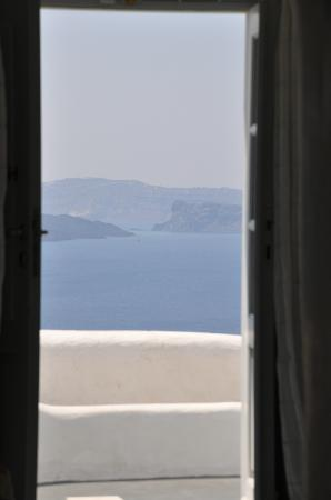 Alexander's Boutique Hotel of Oia: The view from my door.