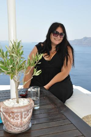Alexander's Boutique Hotel of Oia: Hanging out outside of the main office on a hot day with Yvetta!