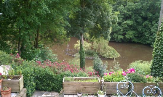 Maison de la Vallee : Lovely pond