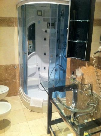Hotel Actor: Badezimmer mit Dampfsauna-Dusche