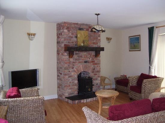 Ballycanal Self Catering: Open plan area