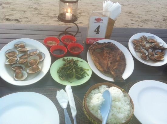 Nyoman Cafe Jimbaran: mussels and fish