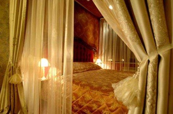 Hotel Bon Ami: France
