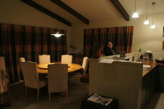 Snowhaven Accommodation: Dining area
