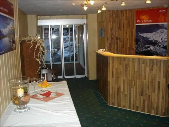 Hotel Mountain Inn : Lobby view